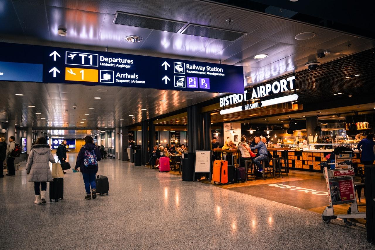 Lumiwings: zasady przewozu substancji płynnych zakupionych w strefie wolnocłowej na lotnisku
