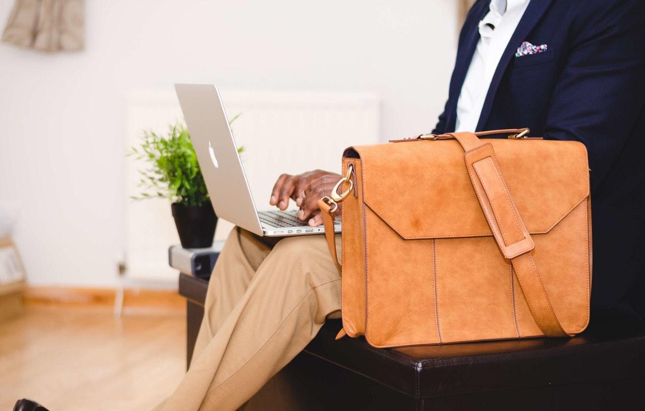 EasyJet: czy można zabrać dodatkowo na pokład torebkę lub torbę na laptopa?