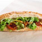Jedzenie w bagażu podręcznym: czy można wnieść kanapki do samolotu?
