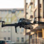 Dron w samolocie: jak go przewozić?