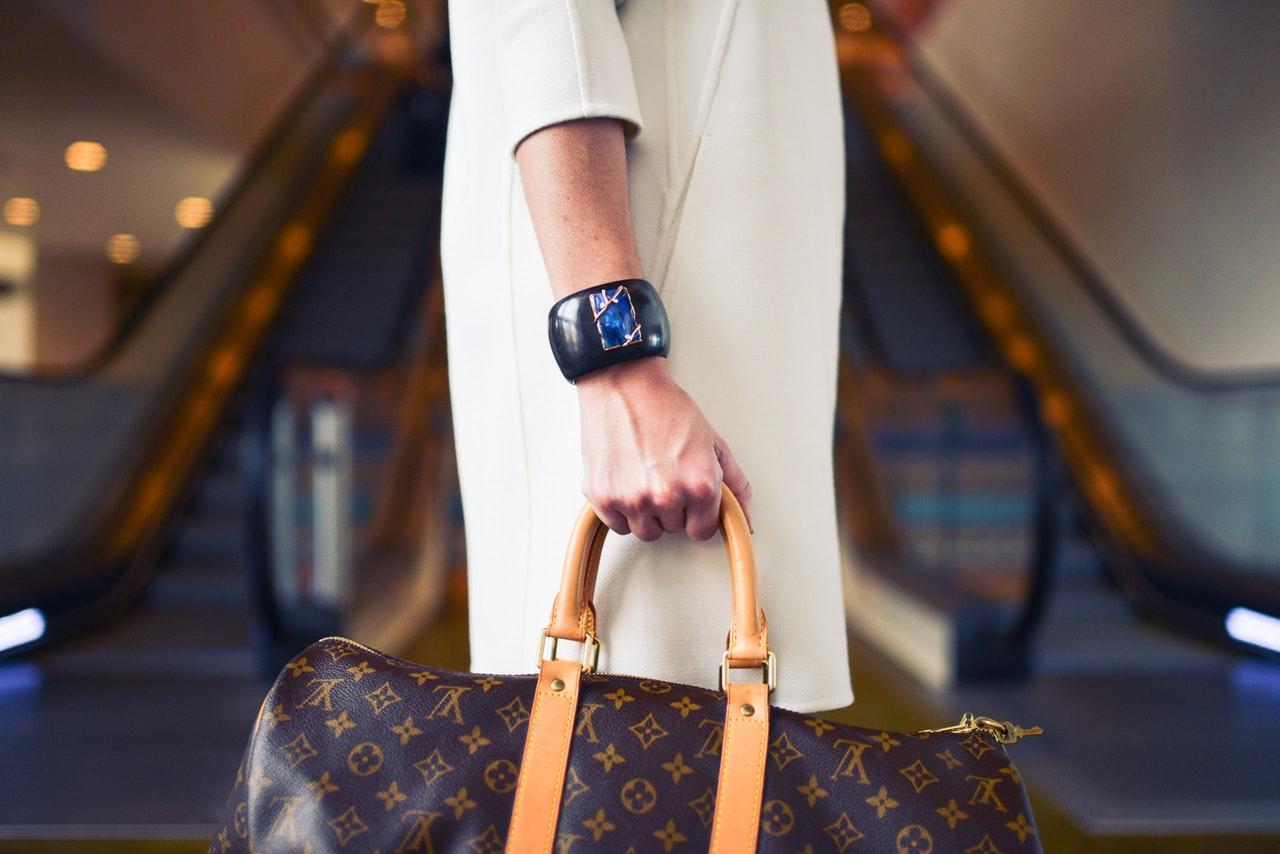 Czy można mieć torebkę w Enter Air oprócz bagażu podręcznego?