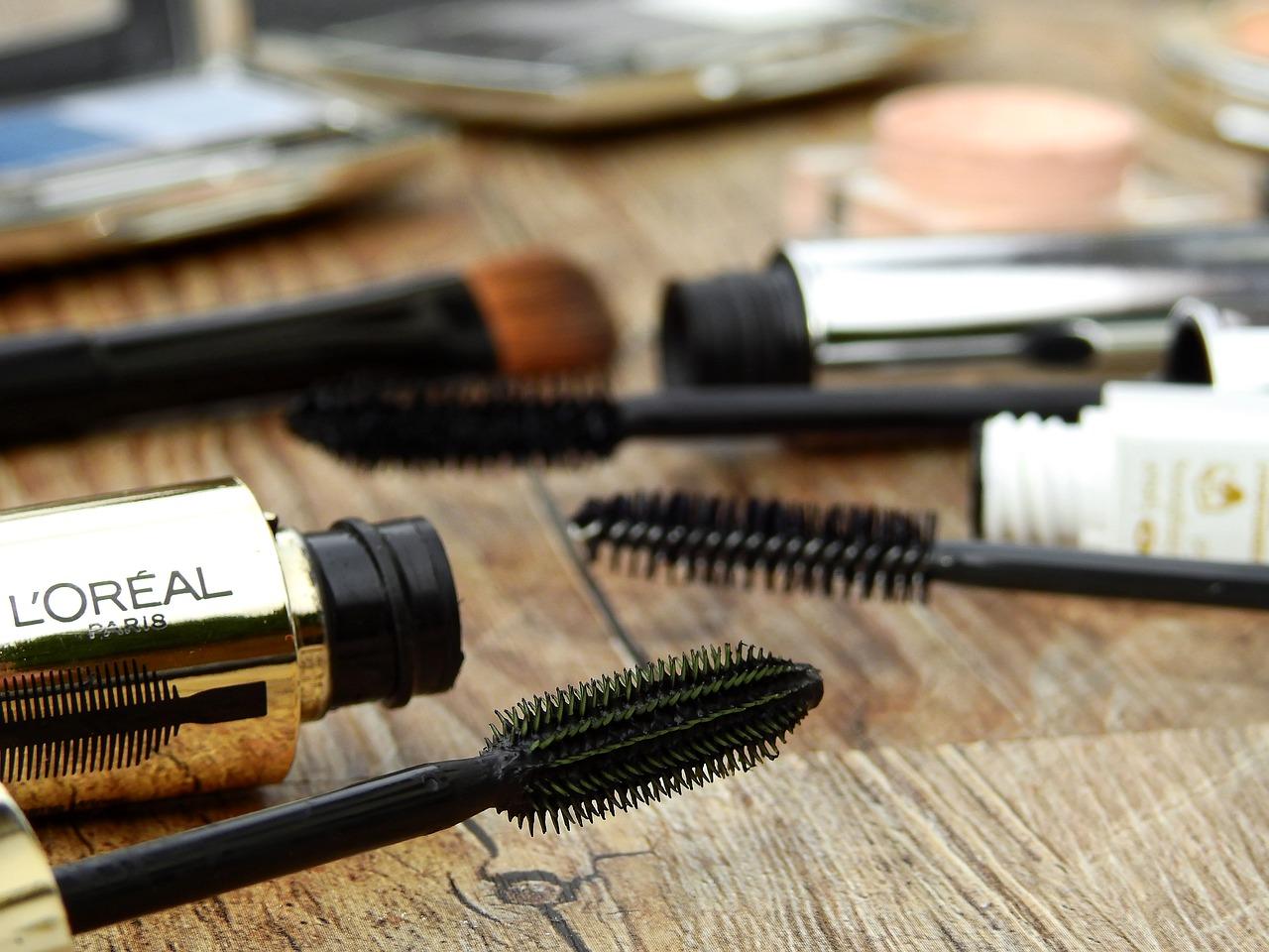 Kosmetyki w bagażu podręcznym - jak przewozić