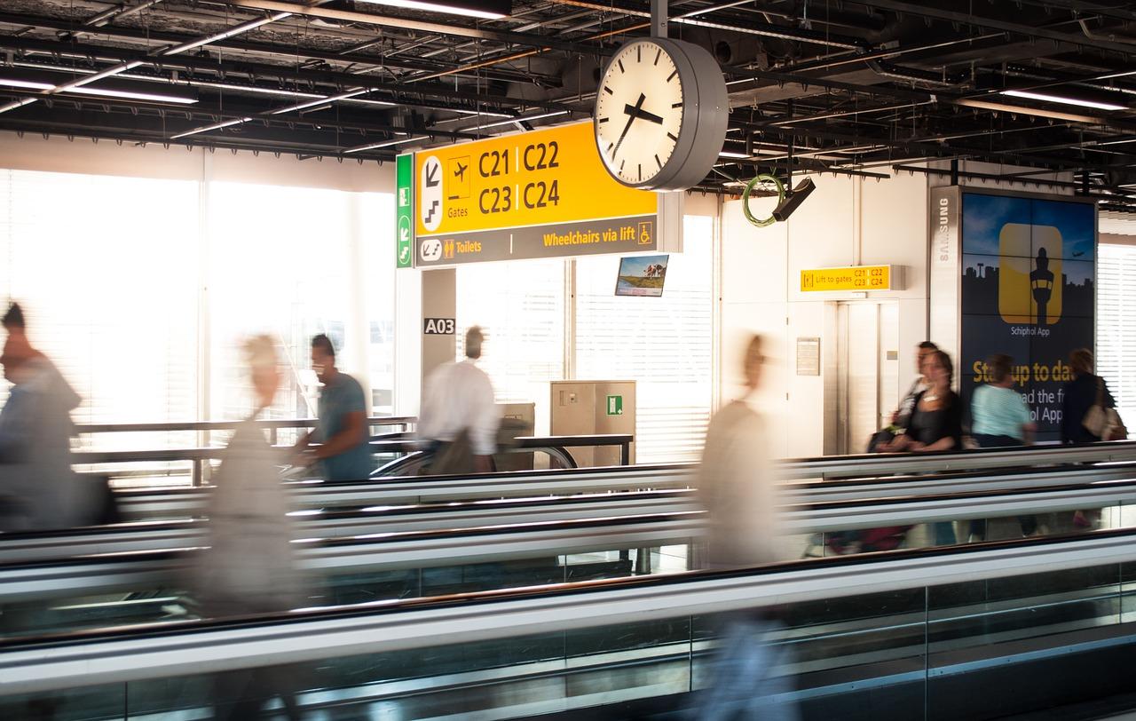 Kontrola bezpieczeństwa na lotnisku - porady dla podróżujących po raz pierwszy samolotem