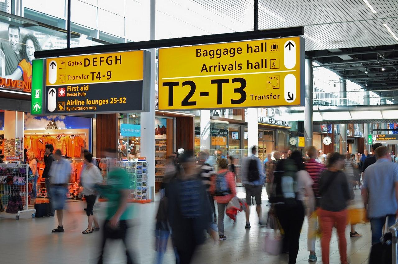 Jak wygląda odprawa bagażowa na lotnisku krok po kroku?