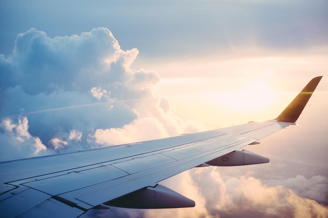 Na lotnisku - co należy zrobić przed wejściem do samolotu? Odprawa krok po kroku.