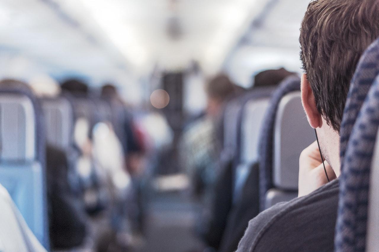 Odprawa na lotnisku - procedury przed wejściem do samolotu