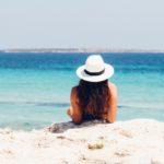 Tanie wakacje samolotem – jak zorganizować je samemu?