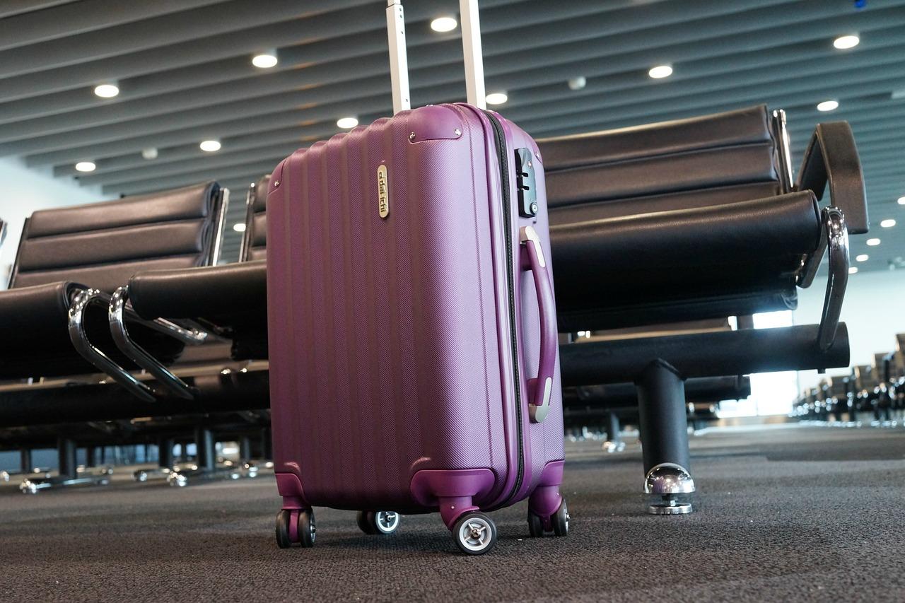 Walizka kabinowa do samolotu - jak wybrać?