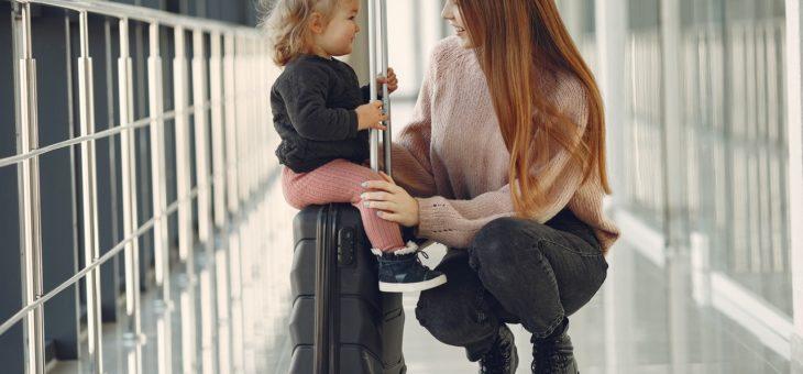 Wizz Air: podróż z niemowlętami i małymi dziećmi – opłaty, warunki, dodatkowy bagaż
