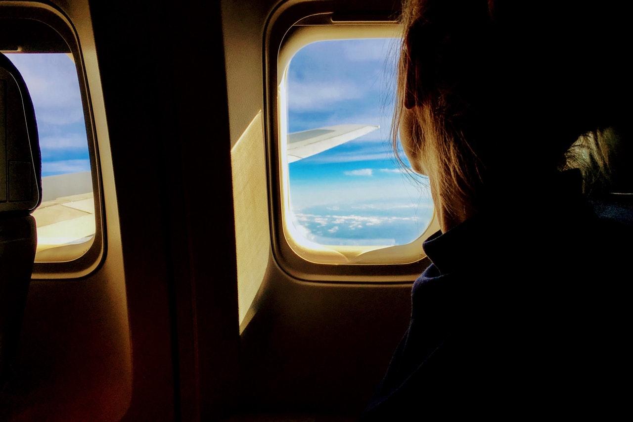 Czy można mieć własne jedzenie w bagażu podręcznym? Co wolno a czego nie wolno przewozić w samolocie?